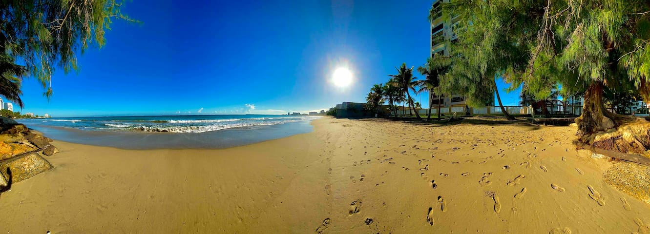Isla Verde Beachfront Direct Access with Parking.