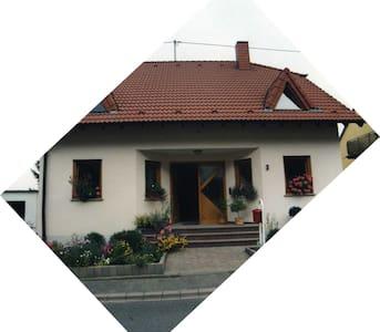 Ferienwohnung ruhige Lage - Trier - Pis