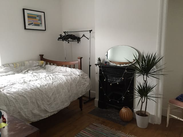 Double room close to city centre and bay