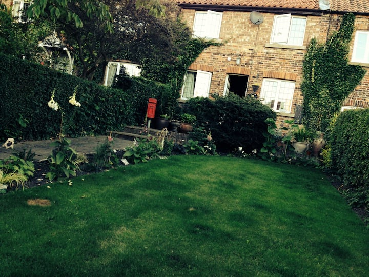 Charming Cottage in Herriot countryside