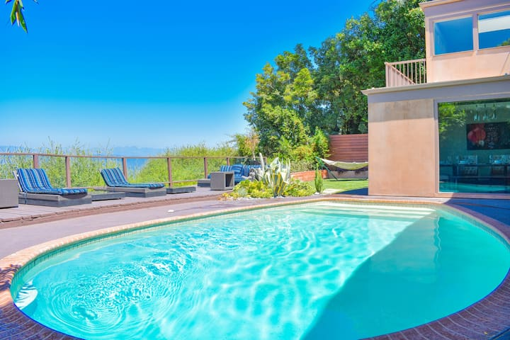 Beverly Hills+Jetliner View+Hot Tub+Pool Home!!