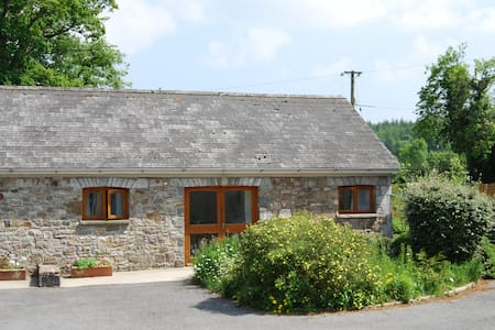 Stone cottage near Brecon Beacons - Golden Grove