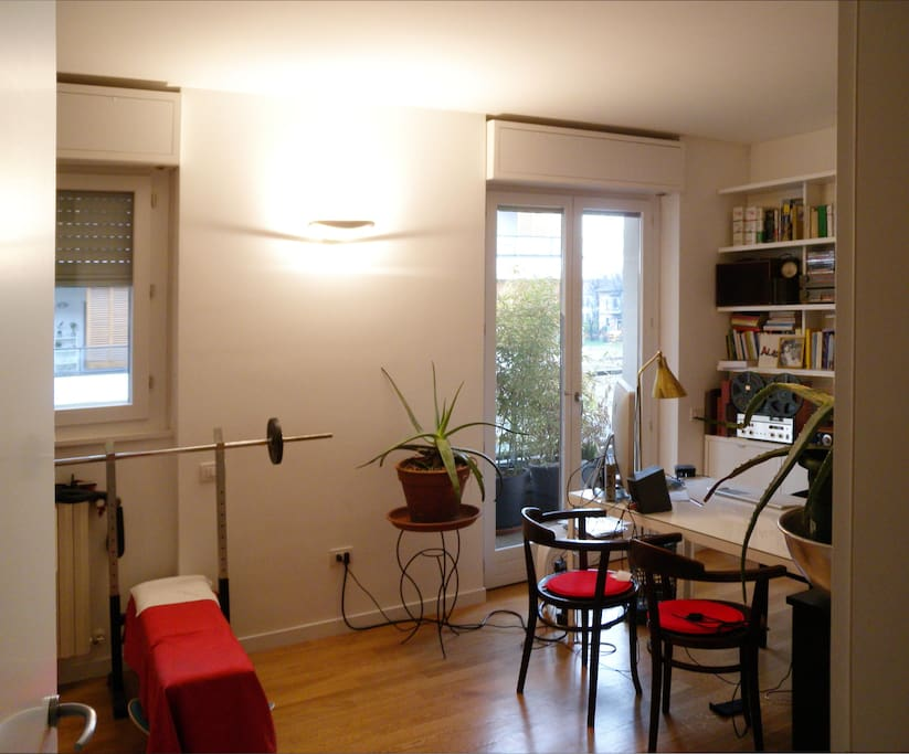 studio room: another view with the door window to the terrace