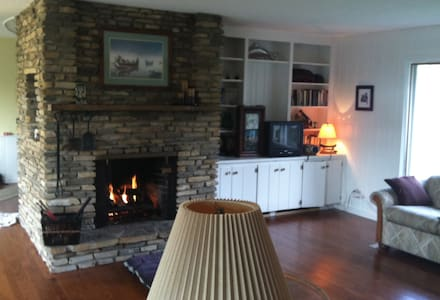 Lovely Harbor Springs, MI, Home B&B - Casa