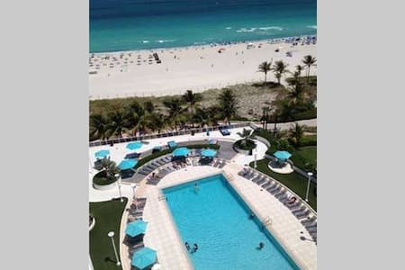 Gorgeous Ocean Front View In South Beach!!! - Miami Beach - Osakehuoneisto