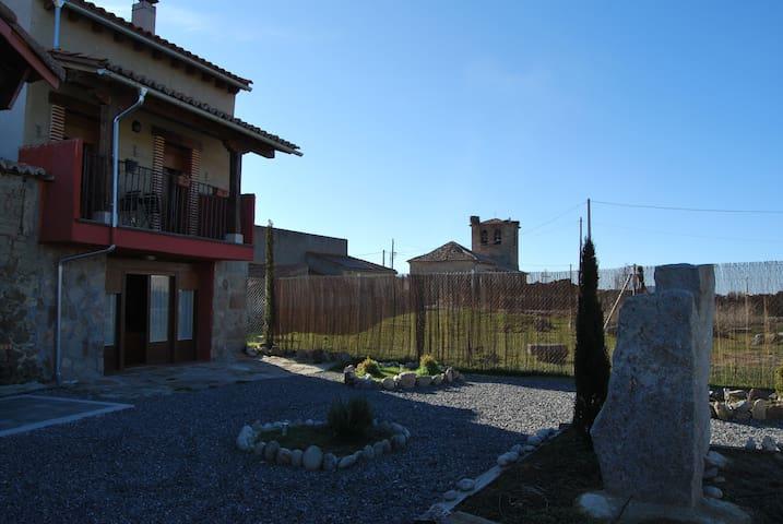 CASA EN LA SIERRA DE GREDOS - San Bartolomé de Corneja - Casa