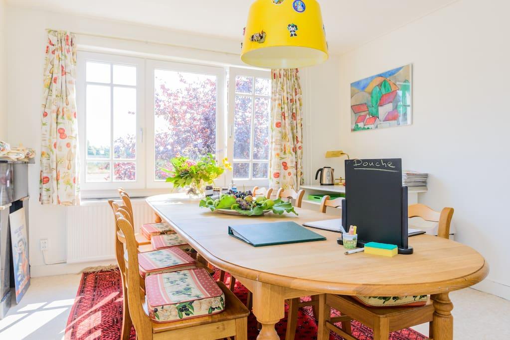 Gastenkamer om te eten, TV te kijken en spelletjes te doen