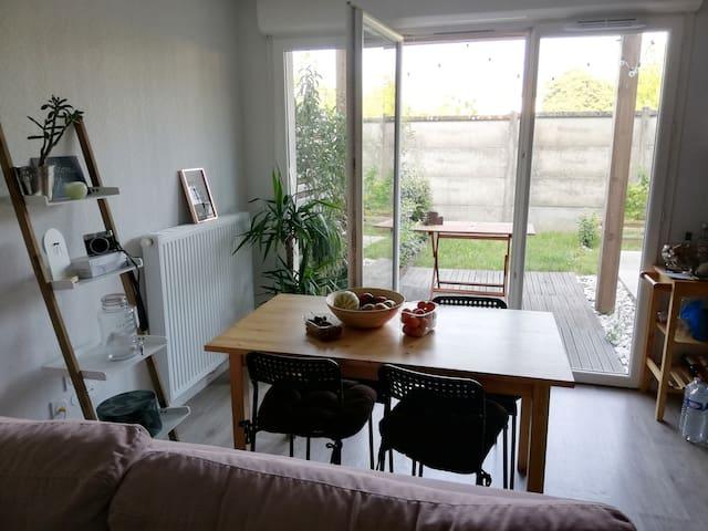 Appartement en duplex avec petit jardin