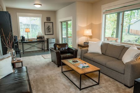 Jewel on a Hill- 2 bd. light filled apartment - Gresham