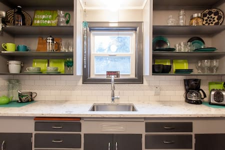 ♥ Northern Lights: Modern & Colorful 2-bed, 1-bath - Milwaukie - Apartment