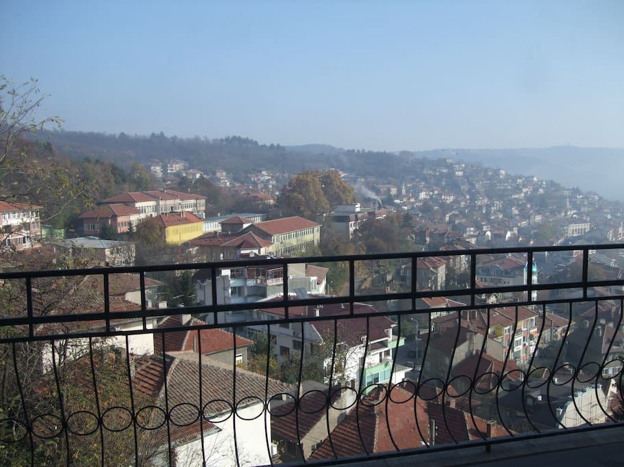 2-bedoom: balcony with stunning  views over the old Veliko Tarnovo, Tsaravets medieval fortress  and the distant hills of Arbanassi