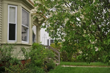 A Sunny Room for rent in Portland - Portland