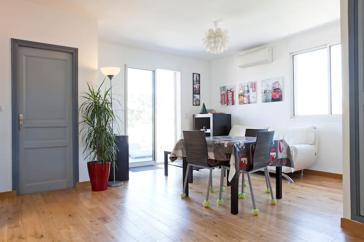 2 Bedroomed Apartment - large patio - Montpellier - Wohnung