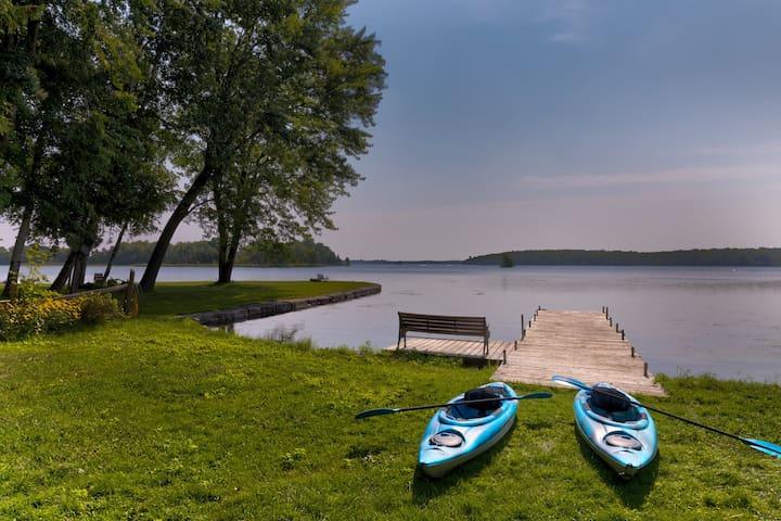 Woodland Hideaway - Relaxing Waterfront Sleeps 10