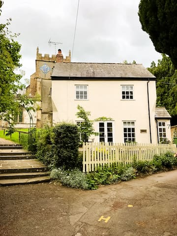 Seclusion, beautiful walks, & fab pub on doorstep
