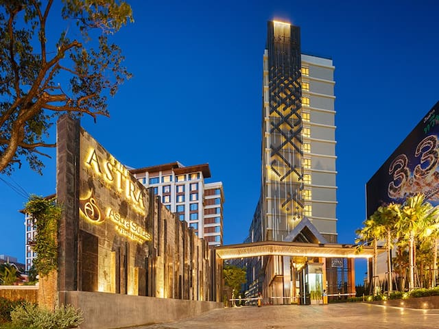 5 min walk to Night Bazaar&7-11 @近长康路夜市 浴缸 卧室泳池景
