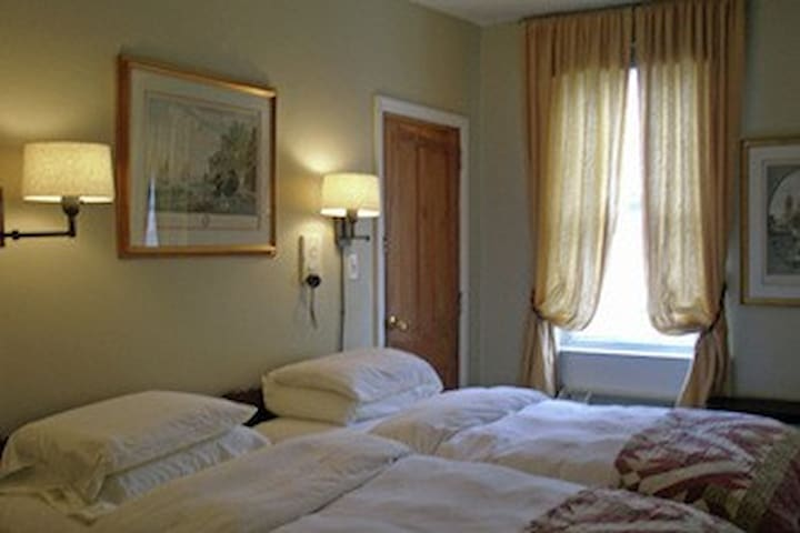 Tabor Room at Incentra Village Hotel