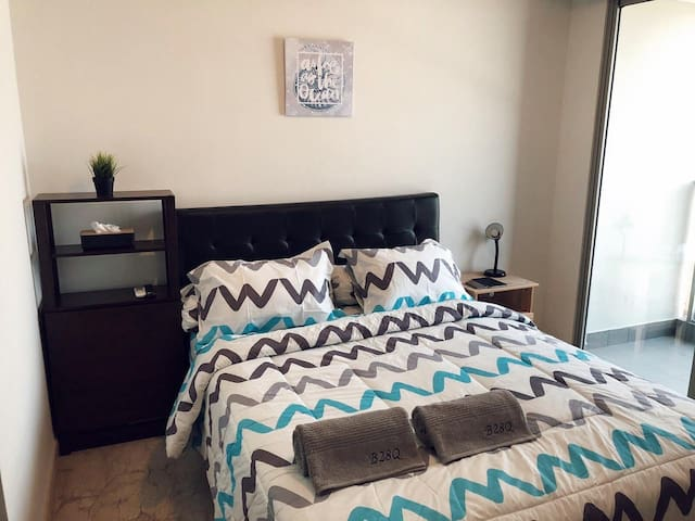 Comfy Living in Gold Coast Apartment PIK FREE WIFI