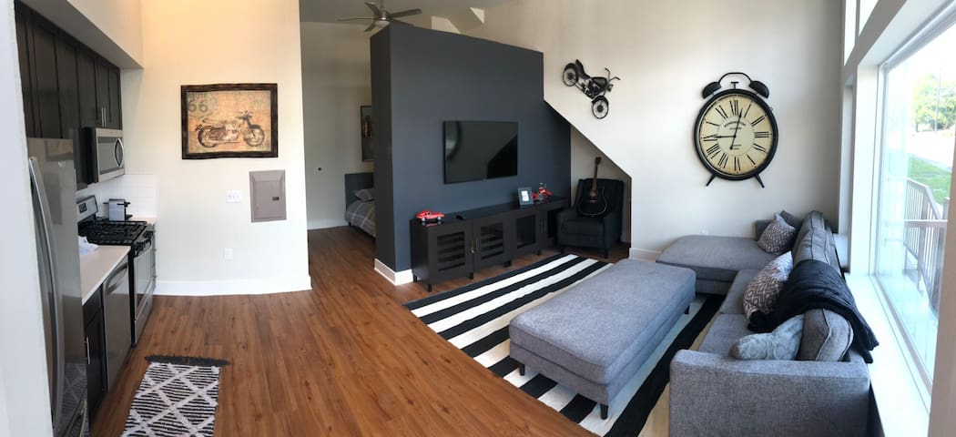 Stylish Modern Studio in Great Location