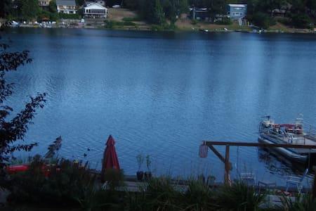 Lakefront paradise getaway! - SeaTac