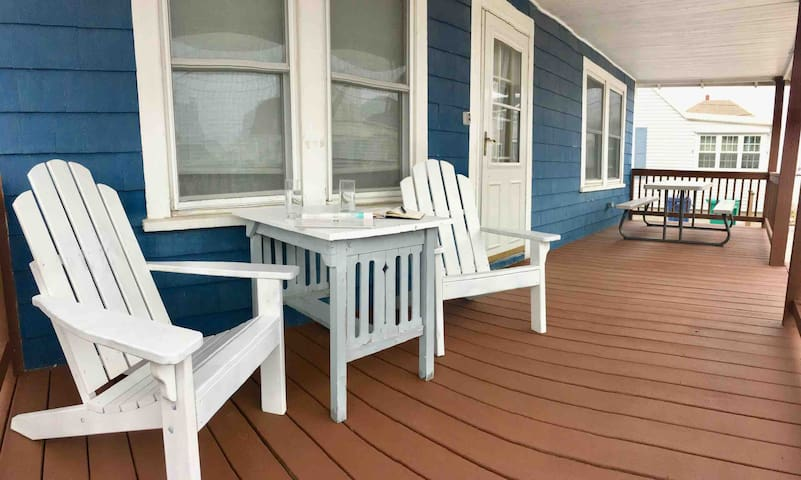 3BR Cottage in ❤️of HB | ⭐Parking, Steps to Beach⭐