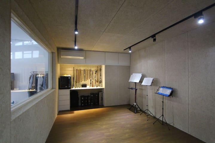 Haunain's Art Studio - Xindian District - Outro