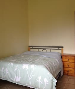 Comfy double room by creek AC NBN - Beckenham