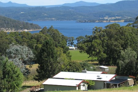 Farm stay near Cygnet, Huon Valley - Deep Bay
