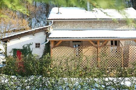 Adorable maison au milieu des bois - Conliège