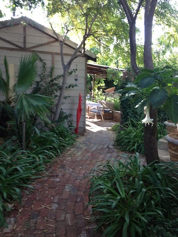 Green and lush Garden Cottage  - White Gum Valley - Apartment