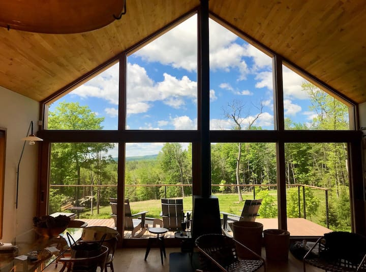 Luxurious Artful Living In The Woods