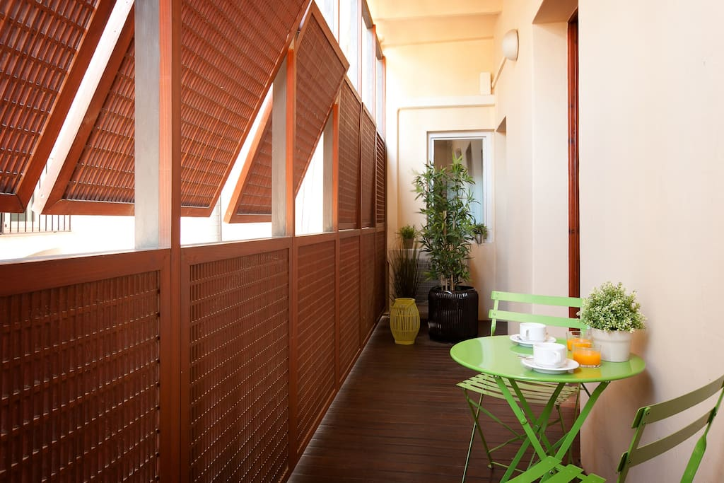 A small terrace in the interior patio which can be handy for breakfasts or if you are a smoker (the apartment is smoke free). It includes a washing machine and tumble dryer.