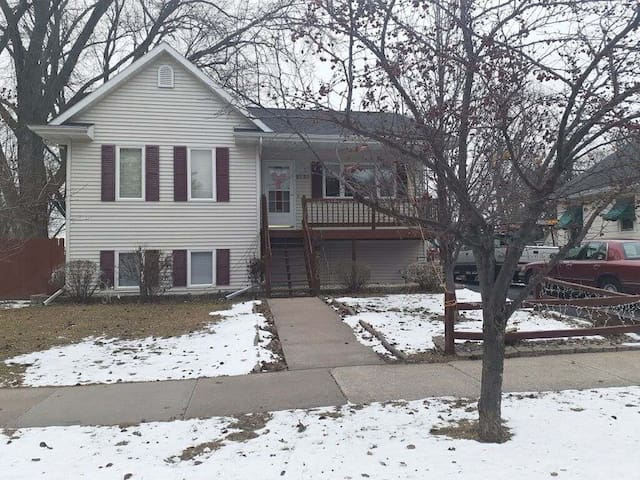 Entire EAA home for rent! 4bdrm/2bath & yard!