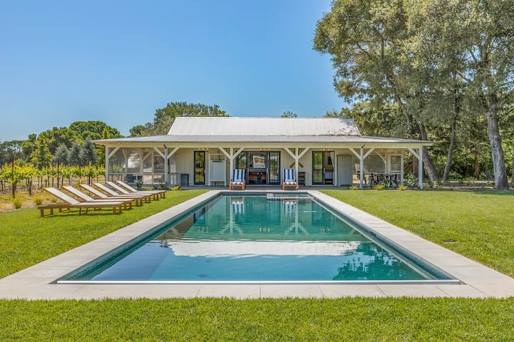 Luxe Cottage with Hot Tub, Pool, Ping-Pong