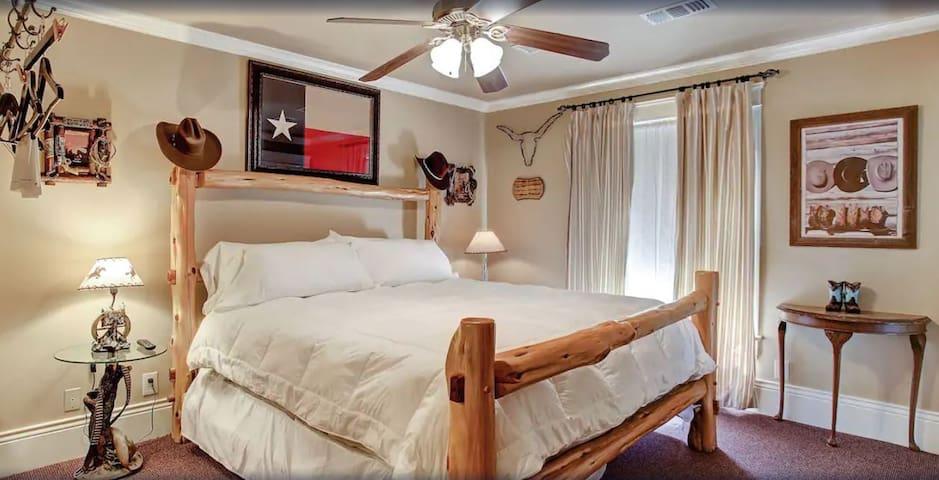 King Guestroom in Houston Heights B&B