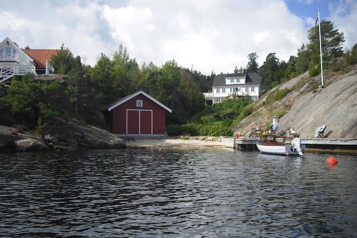 Leilighet i sørlandshus ved sjøen