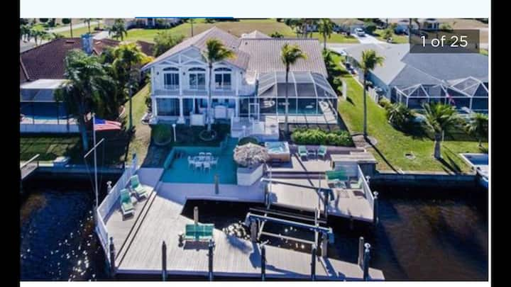 Big Water Views Gulf Access 3725 sqft Happy Villa