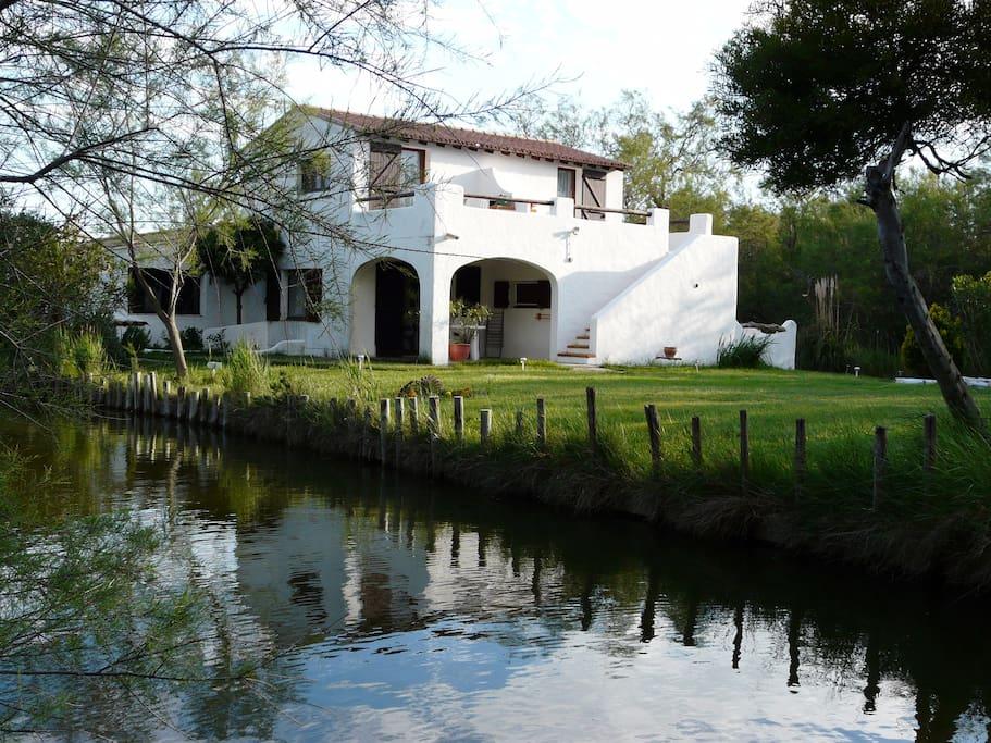 les studios sont situés au 1er étage avec une terrasse panoramique
