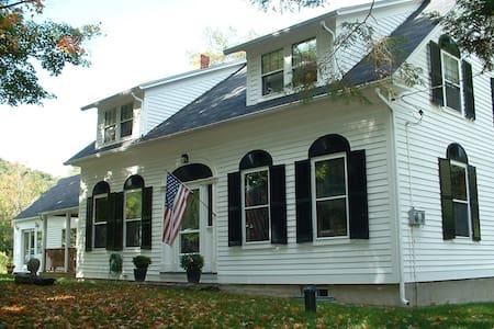 European-Style Villa in Vermont - Barnard - 家庭式旅館