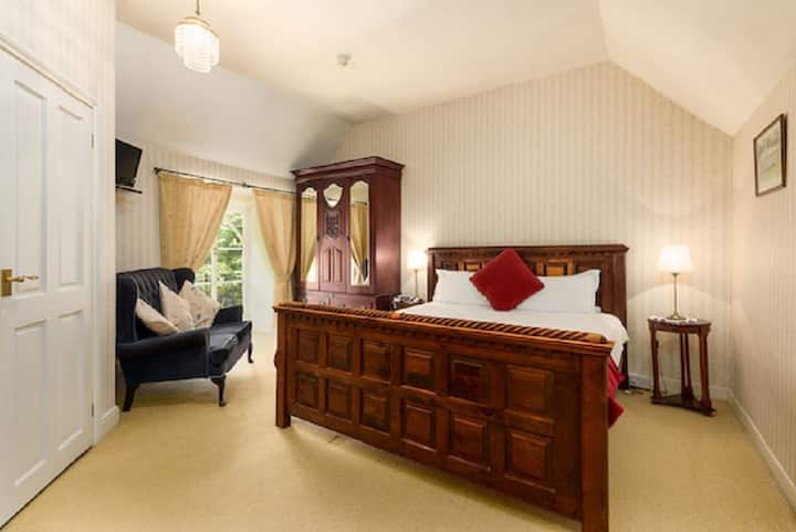 St.Benets Abbey, Historic Bed & Breakfast- Room 2