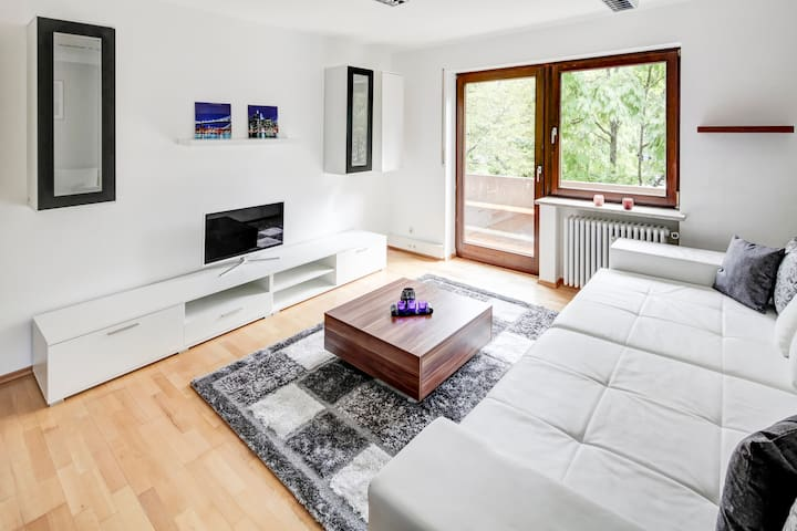 BIG NEW APARTMENT - Oberschleißheim - Квартира