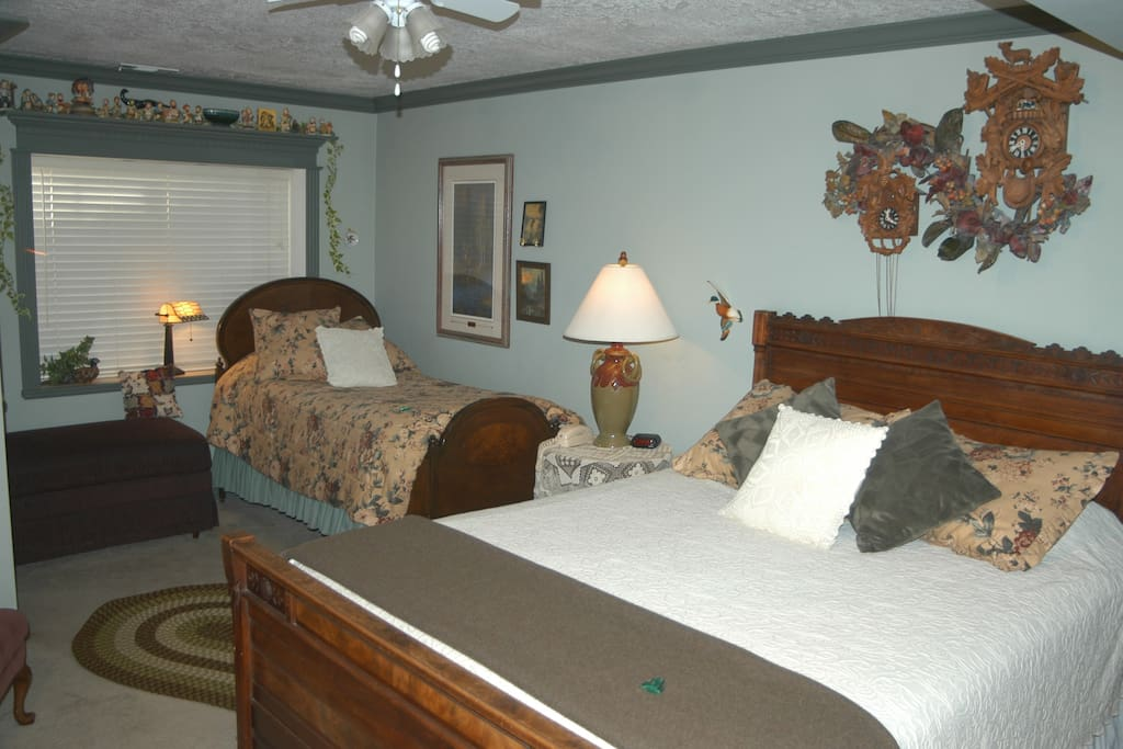 Hunter Room has a queen and single bed and private full bath.