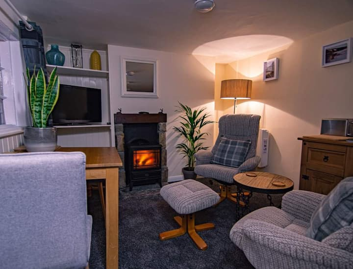 1beautiful,cosy and in the heart of Robin hood bay
