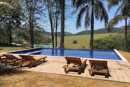 Villa Verde, Chalés lírio1 com vista p a montanha
