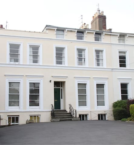 2 bedroom Regency flat