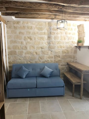 Charm and historic small studio near SACRÉ CŒUR
