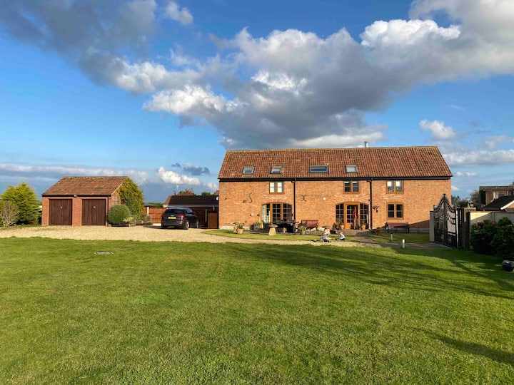Countryside barn conversion with large garden