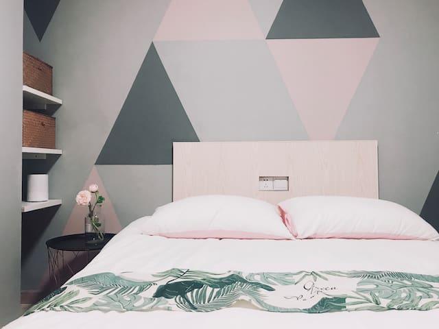 M+优选公寓/月租起/世博会中国馆设计师设计/一号线宝安公路站/40分钟到达人民广场