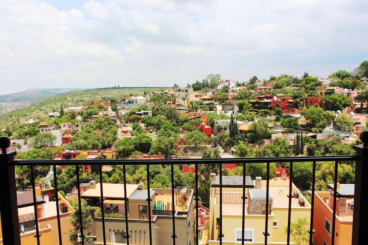 3 Bdrm, StunningView Villa w/Parking in San Miguel