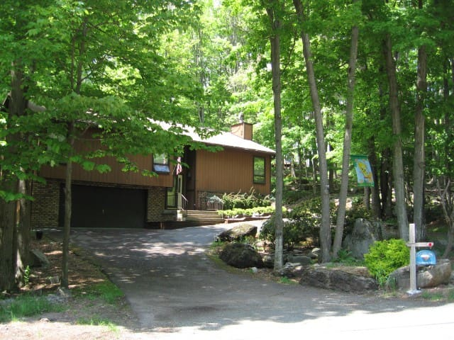 Luxurious Home w/ Jacuzzi & Sauna - Salem - Huis